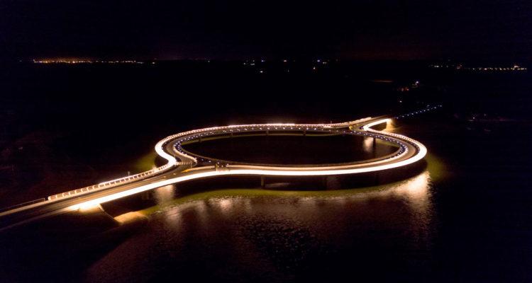Laguna Garzon Bridge - Vinoly