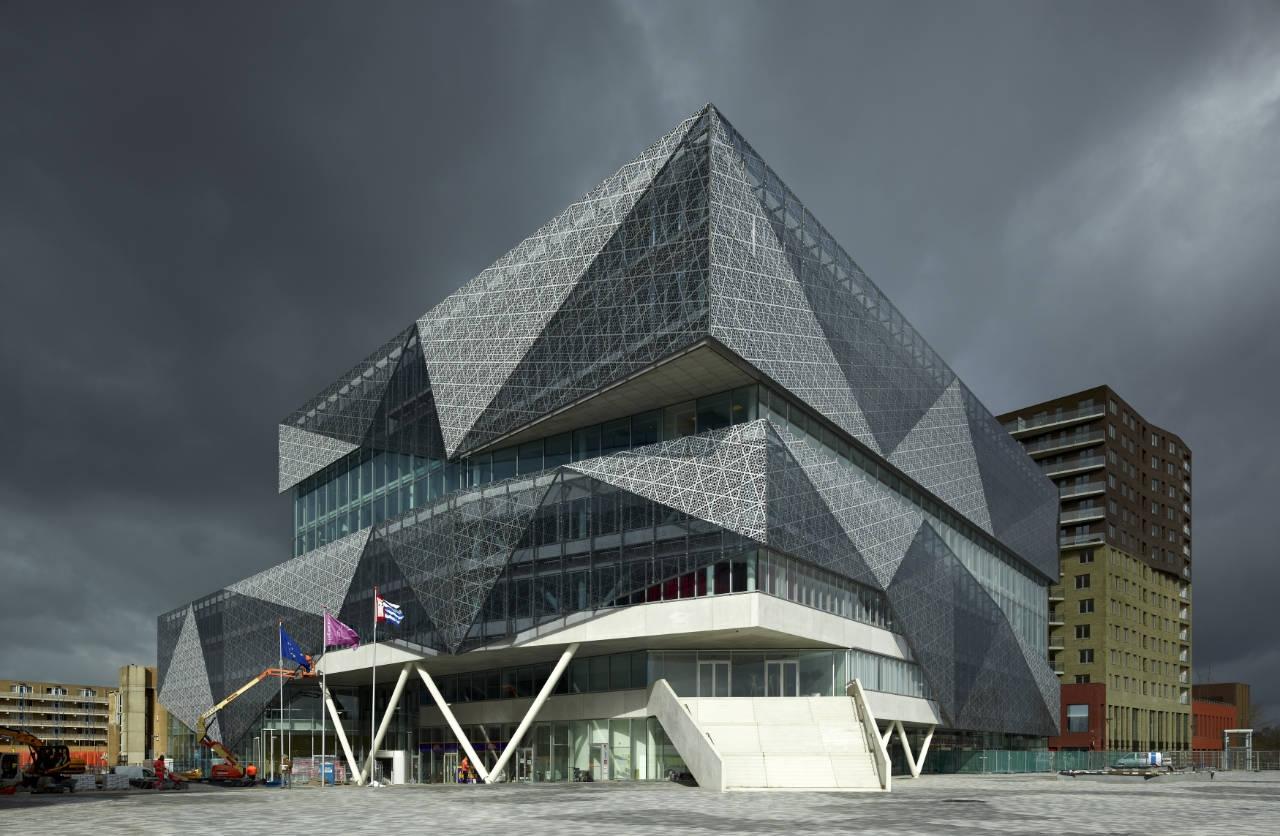 المركزالثقافي وقاعة المدينة لنيوجين