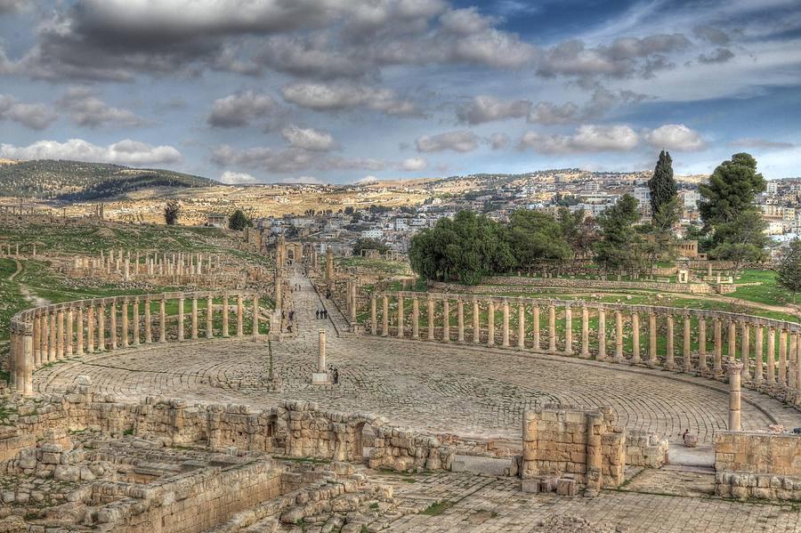 مدينة جرش الاثرية بالاردن .. تعتبر جرش واحدة من أكثر مواقع العمارة الرومانية المحافظ عليها في العالم خارج إيطاليا.