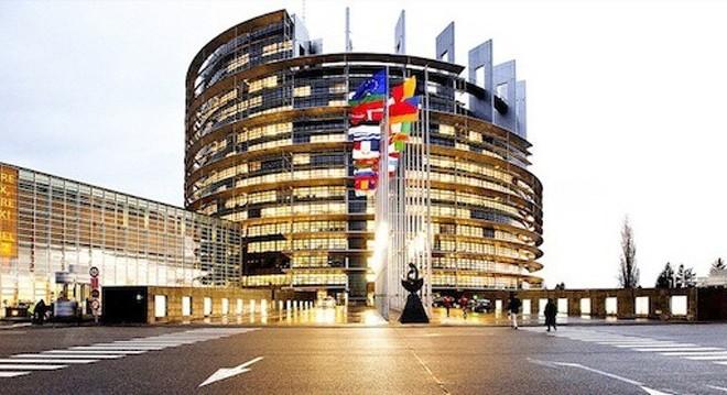 جولة هندسية تاريخية في مبنى البرلمان الأوروبي بمدينة ستراسبورغ